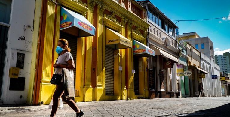Saiba o que pode e o que não pode funcionar neste final de semana em Santa Catarina