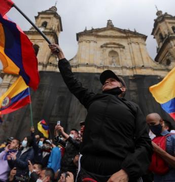 Mortes em protestos aumentam e Colômbia espera nova onda de covid-19