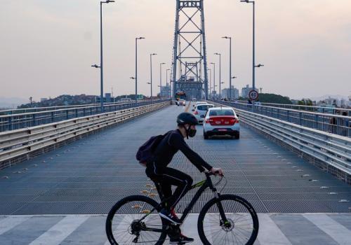 Ponte Hercílio Luz completa 95 anos e tráfego de carros é totalmente liberado nos dias de semana
