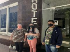 Família volta para casa em Florianópolis após ficar desalojada por causa da chuva