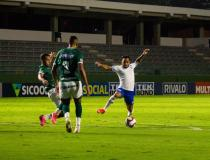 Avaí perde por 3 a 0 para o Goiás e fecha rodada da Série B na zona de rebaixamento