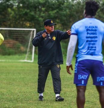 Waguinho realiza primeiro treino tático no Brusque