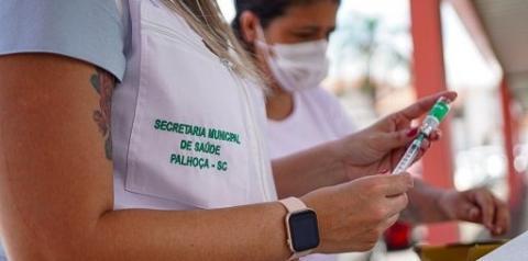 Palhoça inicia agendamento para vacinação contra a Covid-19 em pessoas com idade a partir 50 anos e comorbidades