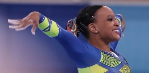 Rebeca Andrade faz história e fatura primeira prata na ginástica da história do Brasil