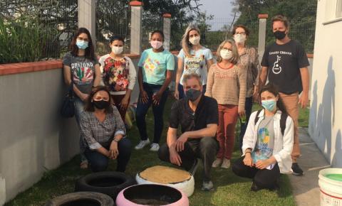 Projeto-piloto em São José ensina compostagem para alunos e professores