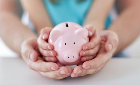 Especialista de SC dá dicas de como falar sobre educação financeira as crianças; confira