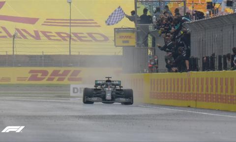 Hamilton vence GP da Turquia e fatura o heptacampeonato mundial