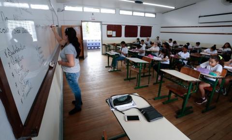 Governo de SC promete investir R$ 1 bilhão em professores no ano que vem