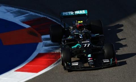Hamilton é punido, Bottas vence em Sochi e adia recorde