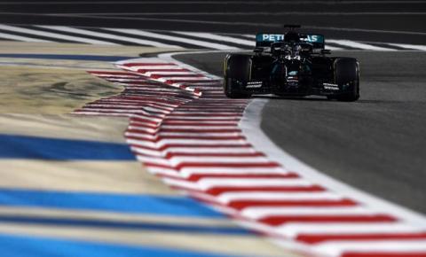 Em prova marcada por acidente grave de Grosjean, Hamilton vence mais uma na temporada