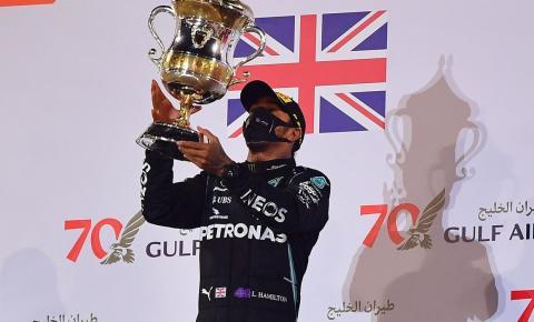 Com Covid-19, Hamilton fica fora da penúltima etapa da temporada na Fórmula 1