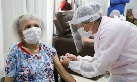 Idosa de 88 anos é a primeira vacinada contra a Covid-19 em Biguaçu