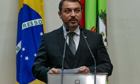 Com déficit de R$ 5 bilhões, Carlos Moisés propõe reforma da previdência em SC