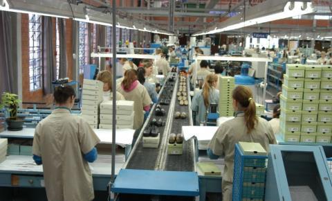 Confiança do empresário cai em fevereiro, diz CNI