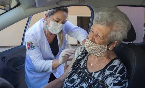 São José vacina 284 idosos acima de 90 anos contra a covid-19 no primeiro dia de ação