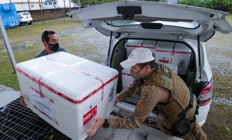 Santa Catarina inicia distribuição de mais de 100 mil doses de vacina