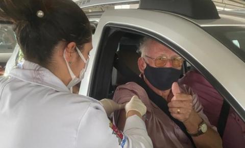 São José imuniza 656 idosos de 80 a 84 anos no primeiro dia de ação