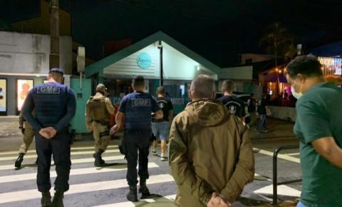 Primeira noite de fiscalização da Segurança Pública resulta multas e interdição