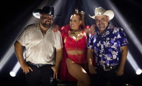 Rita Cadillac vira dona de cabaré em clipe de dupla sertaneja