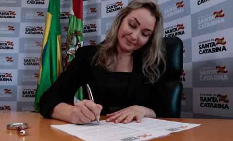 Daniela Reinehr reassume governo pela segunda vez
