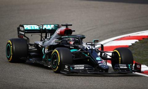 Hamilton ganha de novo e iguala recorde de Schumacher