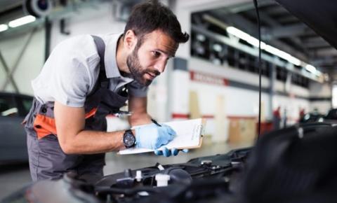 Sistema de transmissão do caminhão requer manutenção e lubrificação das cruzetas