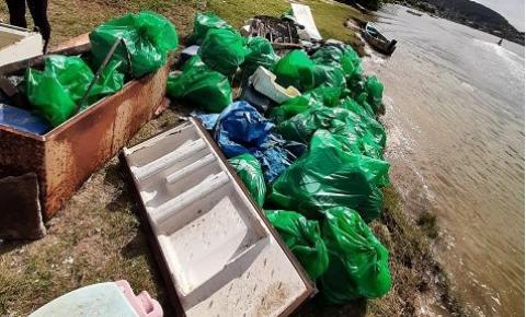 Mais de uma tonelada de lixo retirada do Rio Cubatão, em Palhoça