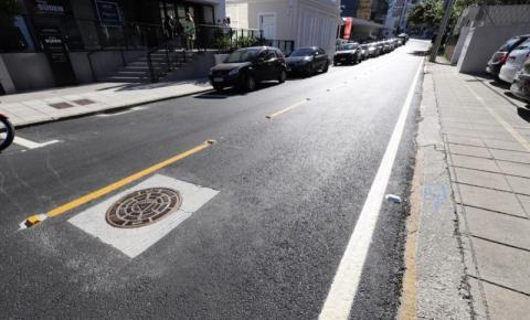 Rua Cristóvão Nunes Pires, em Florianópolis, já está com asfalto novo