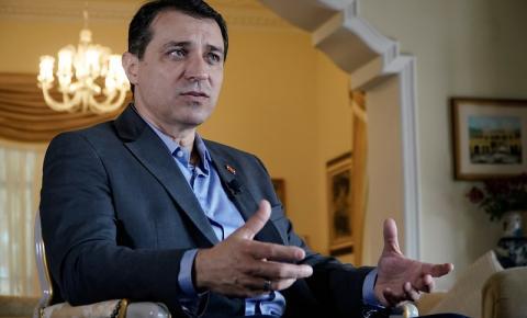 Futuro de Carlos Moisés será definido nesta sexta-feira