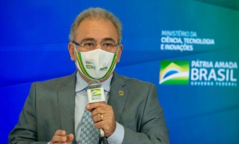 Ministro anuncia aquisição de 4,5 milhões de kits para intubação