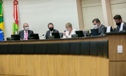 Vacinação prioritária para profissionais da educação é tema de debate na Alesc