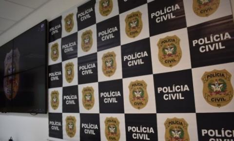 Polícia Civil prende em flagrante homem por violência doméstica contra adolescente em São José