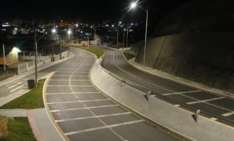 Avenida das Torres, em Palhoça, já está totalmente iluminada com LED