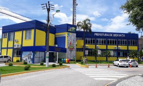 Trânsito em frente à Prefeitura de Biguaçu fica interrompido até sexta-feira pra vacinação